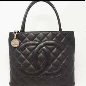 Chanel Medallion Caviar Quilted -  Silver